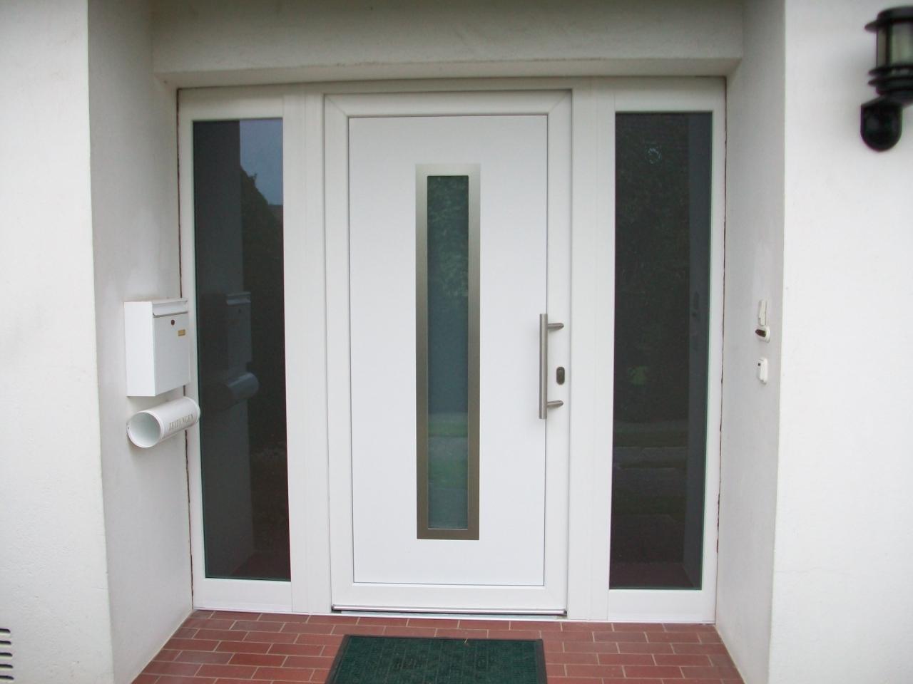 Haustüren modern mit seitenteil weiß  Haustüren aus Kunststoff